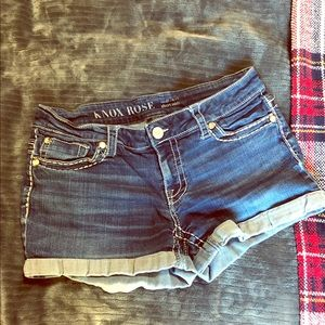 Super cute Knox Rose shorts